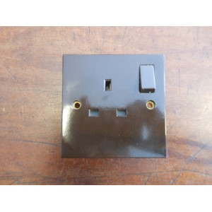 'Bakelite' Single 13A Switched Socket  - Square Edged